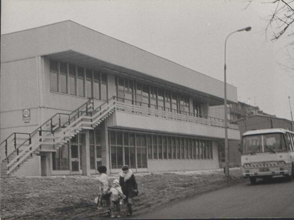 10. Autosan pod pawilonem przy Stacji. Fot. Jan Nosowicz.