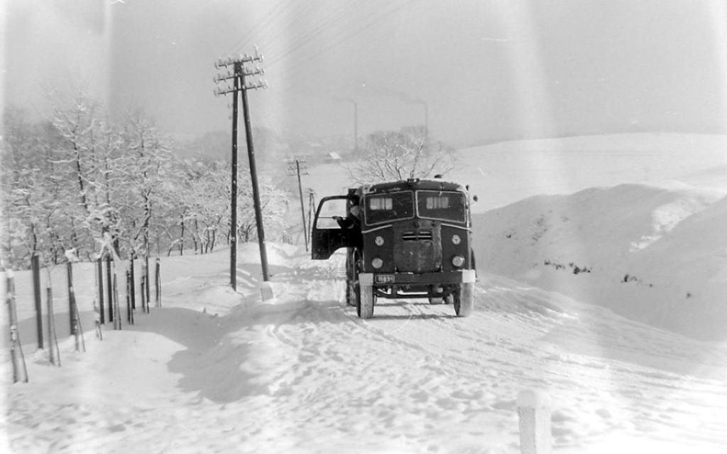 15. Wyjazd zimą pod tzw. krzyżem w Olkuszu. Lata 60-te. Fot. Jan Nosowicz.