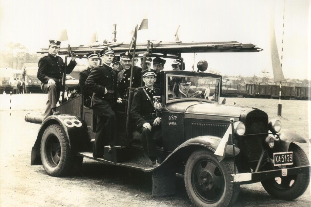 20. Samochód strażacki OSP Laski. Fot. Ze zbiorów OSP Laski.