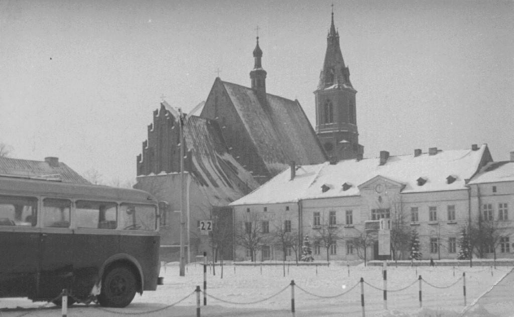 29. Autobus na Rynku. Fot. Emil Nosowicz.