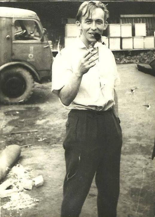 43. Olkusz, ul. Składowa, 1957r. W tle Star. Fot. Ze zbiorów Zbigniewa Barańskiego.
