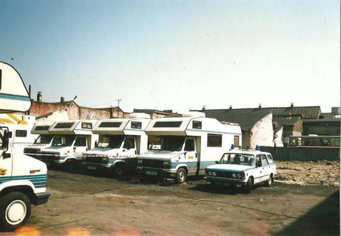 45. Jeden z ostatnich Fiatów w olkuskim pogotowiu, rok 1993. Zdjęcie zostało wykonane na terenie OFNE, na planie filmu Lista Schindlera. Fot. Zbigniew Barański.