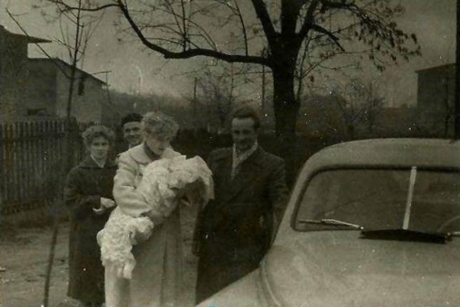 47. Obecnie ulica Wiejska w Olkuszu i samochód Warszawa. Rok 1959.  Fot. Ze zbiorów Zbigniewa Barańskiego.