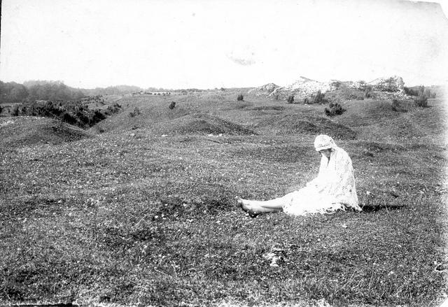 stary olkusz kobieta i ruiny kościoła św. jana 1928-29