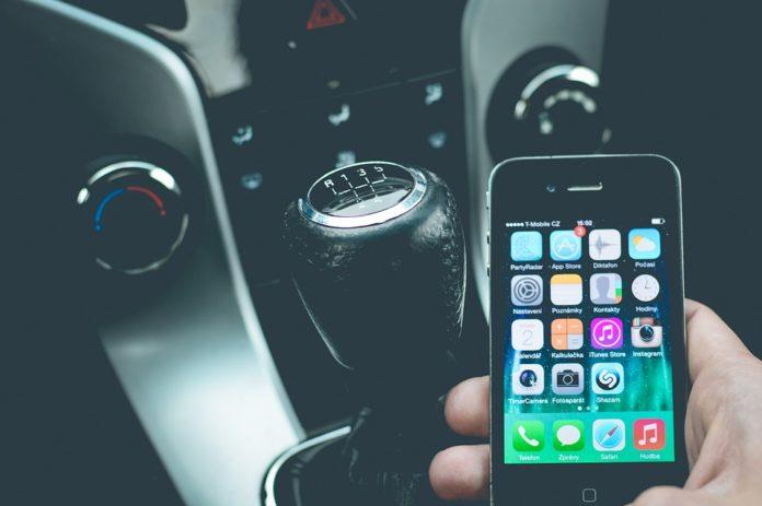 smartfon samochod