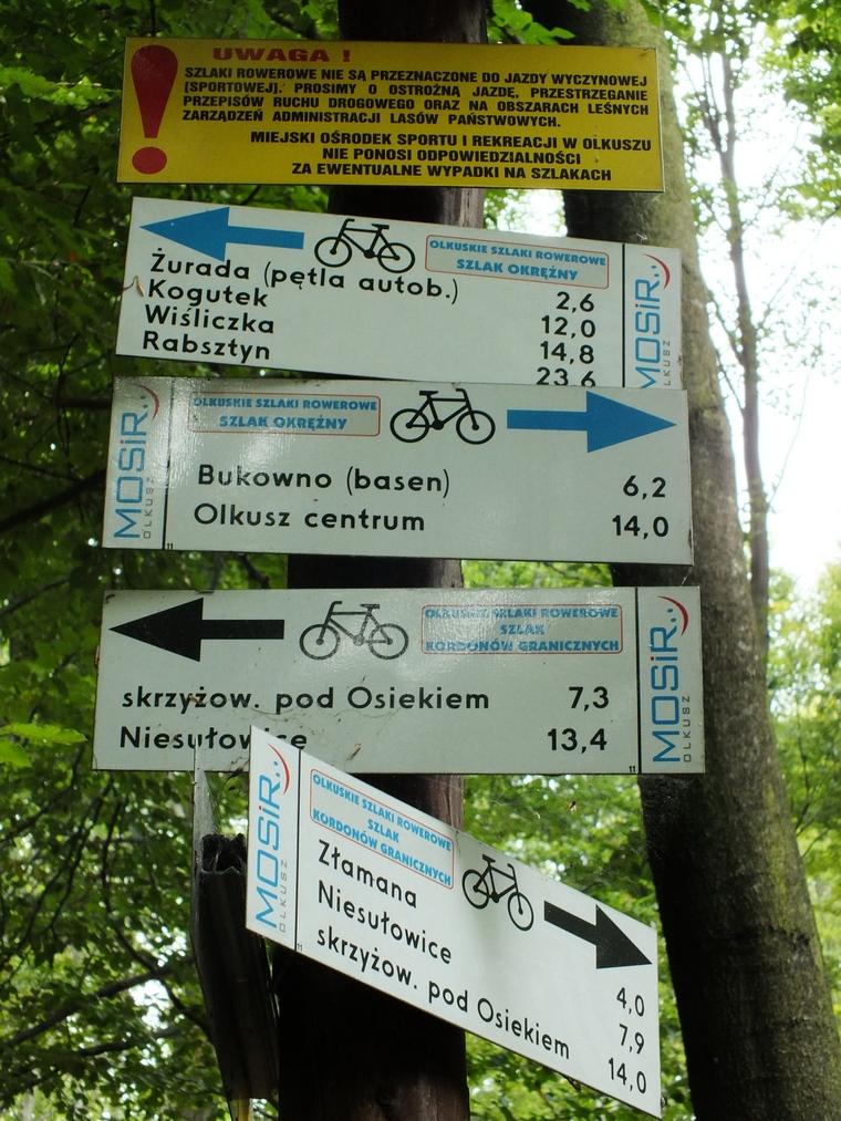 Tablica z oznaczeniem szlaków w okolicy źródeł. [fot. wł.]