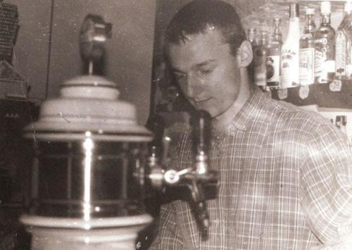 Jednego z pierwszych barmanów Marek Zub, fot. AA Baszta