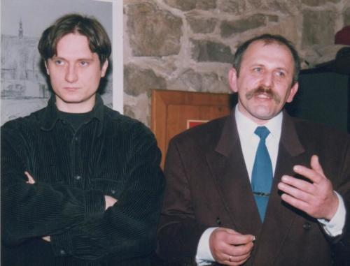 Wernisaż wystawy malarstwa Wiesława Nadymusa, z lewej Maciej Włodarczyk, fot. Adam Sowula
